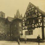 Pfarrkirche und Haus Loer vor 1908