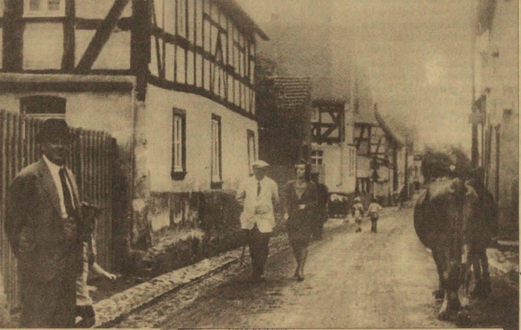 Rechts die Bäckerei in der engen Rathausstraße