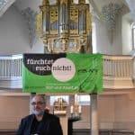 Harald Opitz mit der Orgel in Runkel